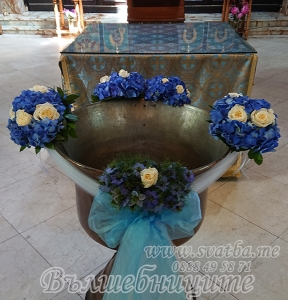 Украса за купел с естествени цветя 2