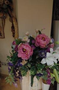 Букет от изкувствени цветя със стойка 1
