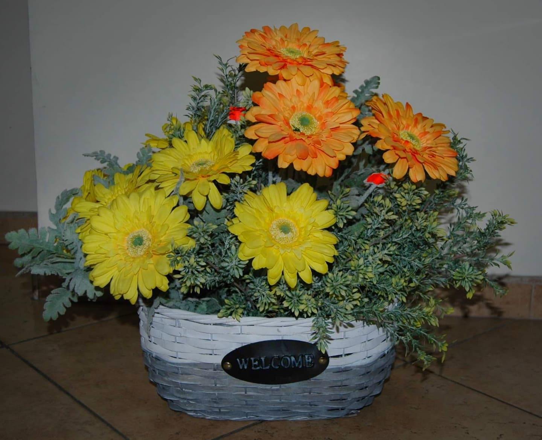 Кошници с оранжеви цветя 1