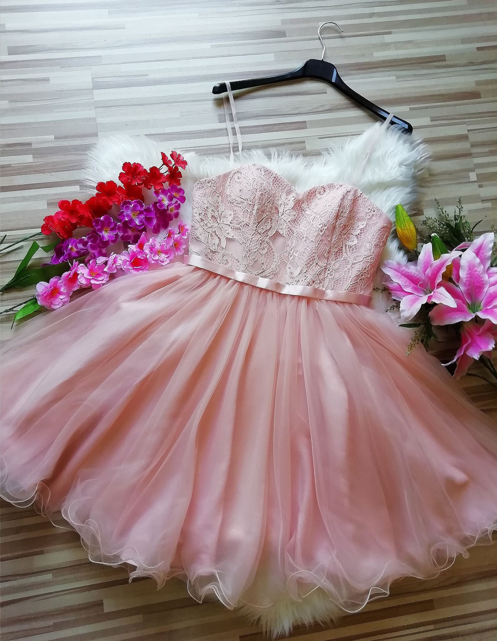 Къса рокля Laona с подвижни презрамки и вградени чашки 1