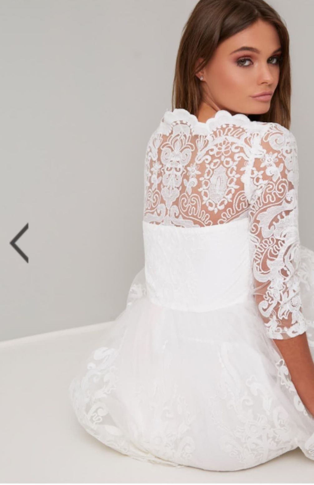 Бяла рокля Chi Chi London Flora  4